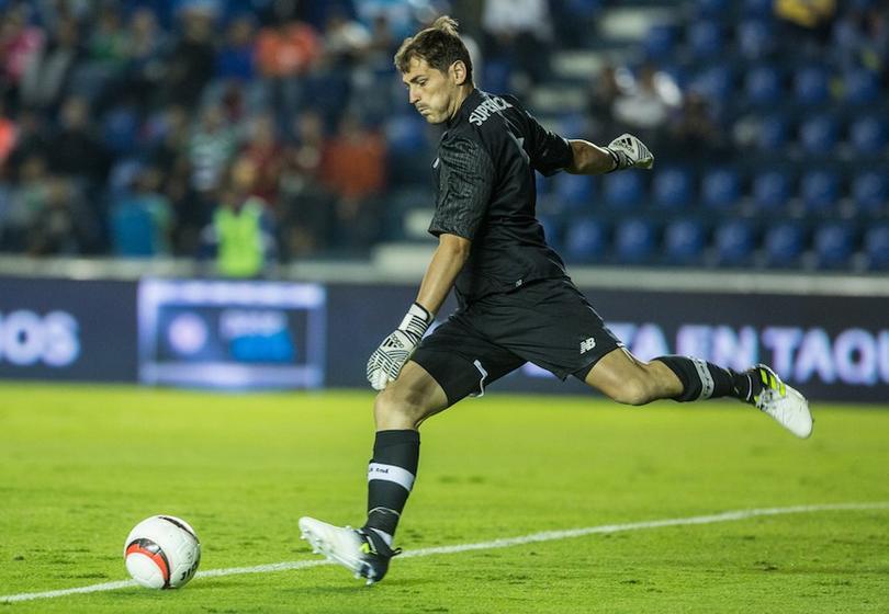 Iker Casillas se lucirá frente a Chivas.
