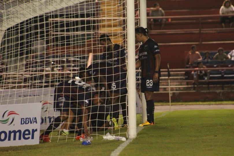 Lizandro Echeverría salió lesionado del juego entre Atlante y Cafetaleros