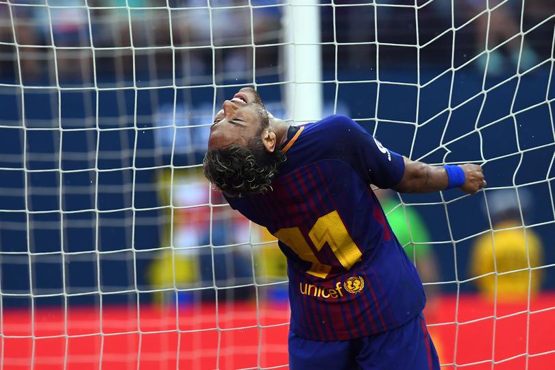 Neymar se aleja del Barcelona