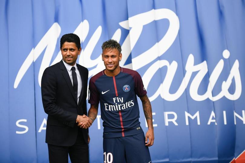 Neymar es presentado con el PSG.