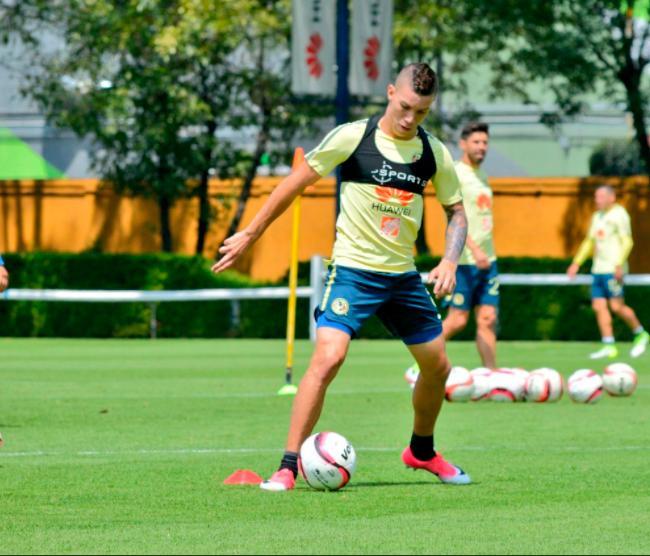 Mateus Uribe en entrenamiento con el América