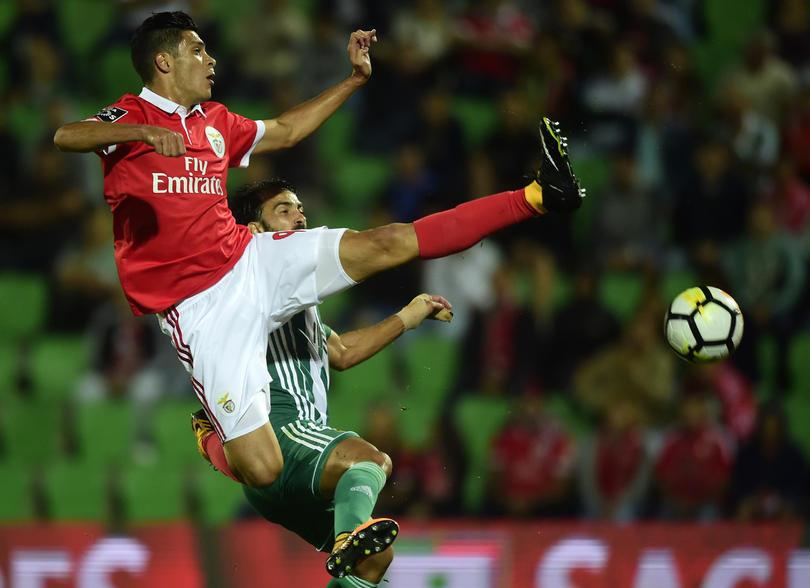 Raúl Jiménez se quedará en el Benfica
