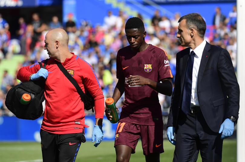 El Barcelona culpa al pasto por la lesión de Dembélé
