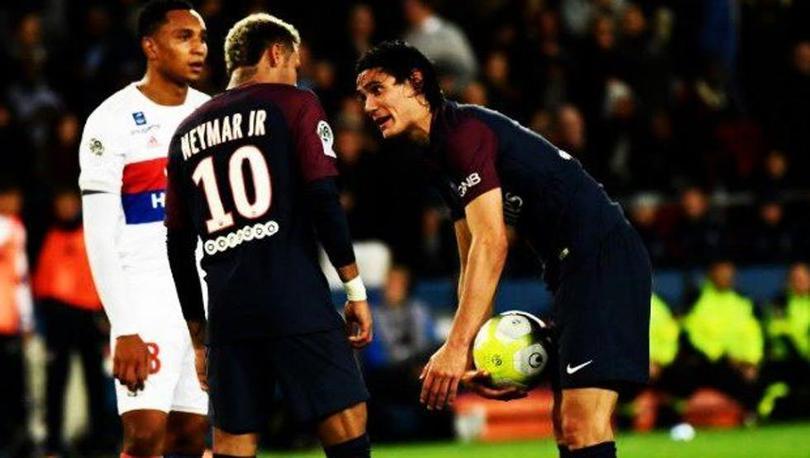 Neymar y Cavani pelearon por el penal.