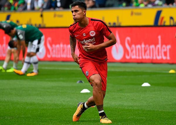 Carlos Salcedo estaría fuera del Frankfurt