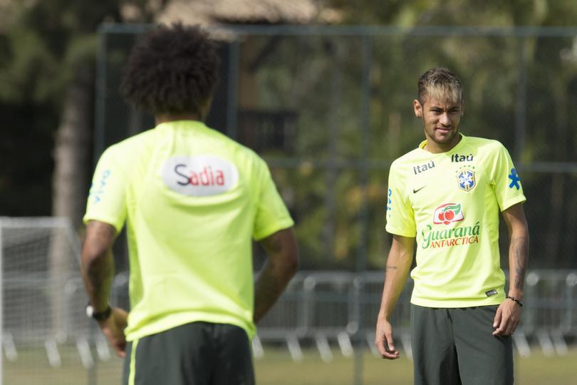 Neymar entrenando con Brasil