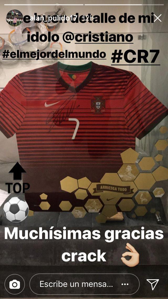 Cristiano Ronaldo le envió una playera a Pulido.
