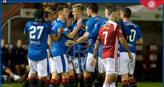Gullit ha sufrido para adaptarse al futbol escoces.