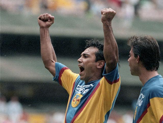 Hugo Sánchez jugando con el Ame.