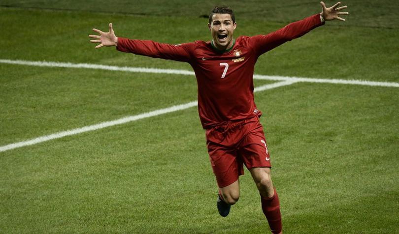 Cristiano mete triplete para calificar a Portugal al mundial.