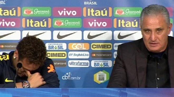 Neymar llora después de que su entrenador lo defendiera