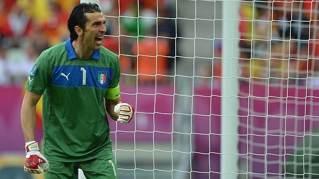 Buffon no puede superar el récord de la Tota Carbajal