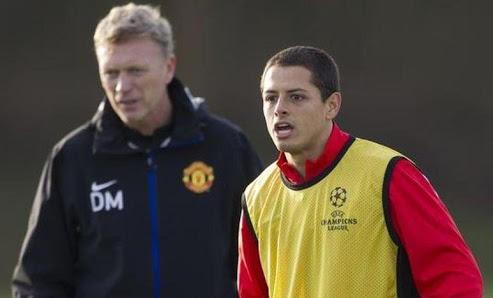 Moyes y Hernández en el entrenamiento del Manchester United.