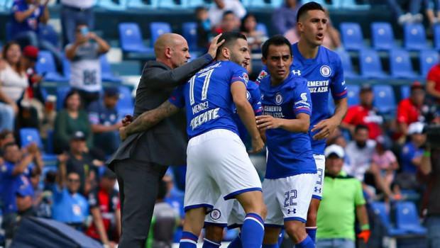 Jugadores del Cruz Azul festejan con Jémez, el gol contra el Atlas