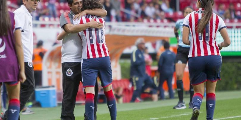 Luis Camacho celebrando