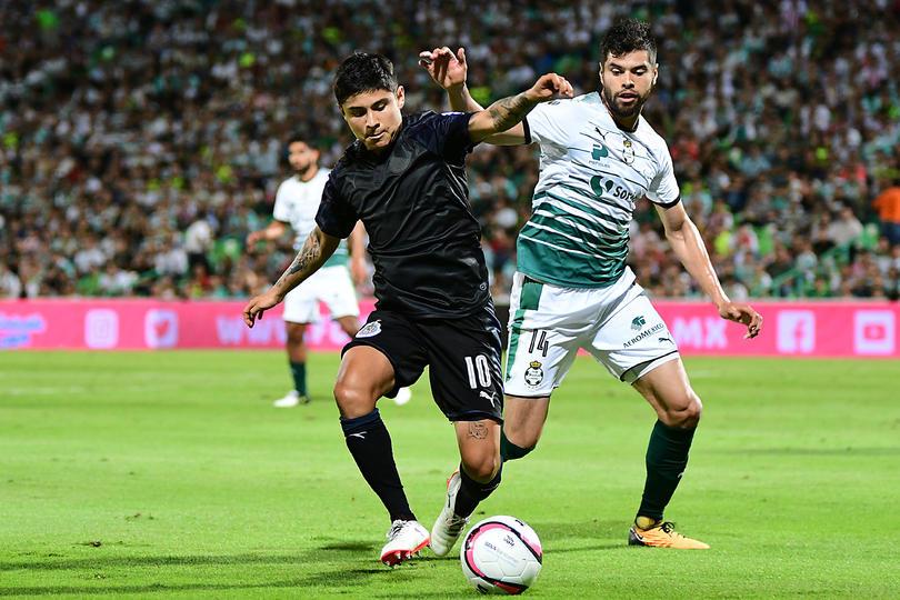 Nestor Araujo podría llegar a Chivas
