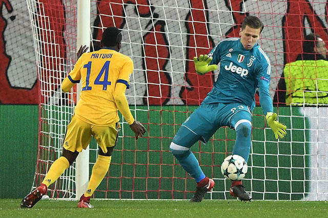 Wojciech Szczensy no permitió gol en Grecia.
