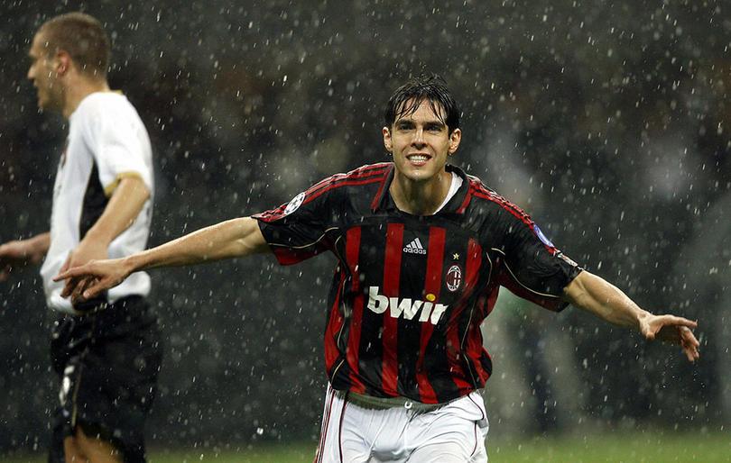 Kaká el mejor mediocampista del Milán