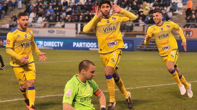 Iván Ochoa celebrando un gol en la liga chilena.