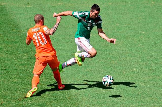 Sneijder contra Herrera.