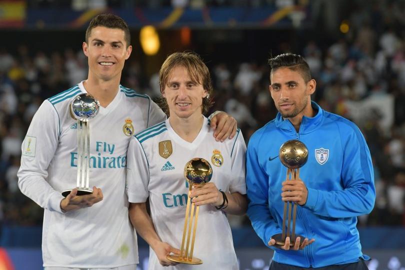 Jonathan Urretaviscaya junto a Cristiano Ronaldo y Luka Modric