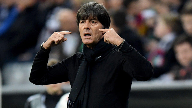 Joachim Löw durante un partido con Alemania