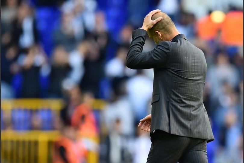 Guardiola se lamenta en un partido