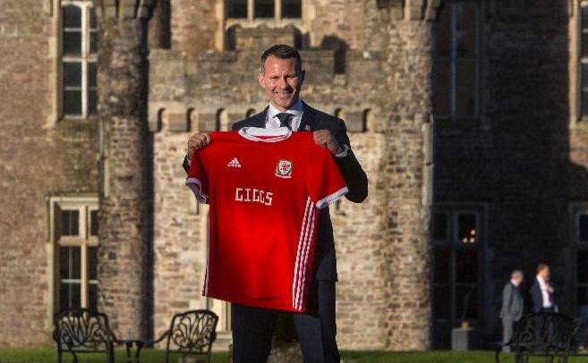 Ryan Giggs presenta playera de Gales