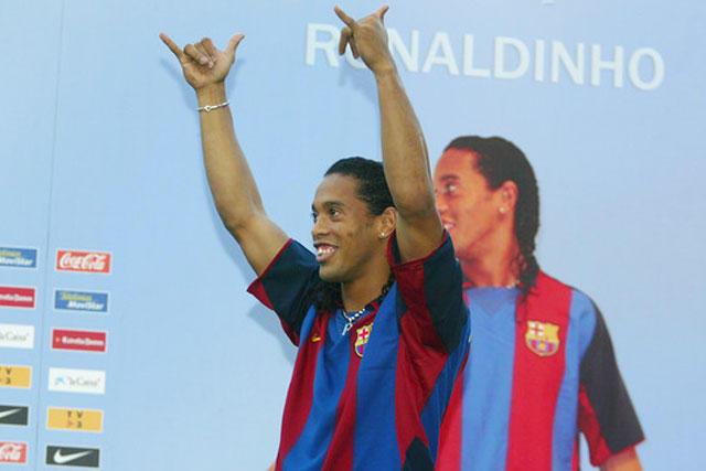 Ronaldinho en su presentación con Barcelona