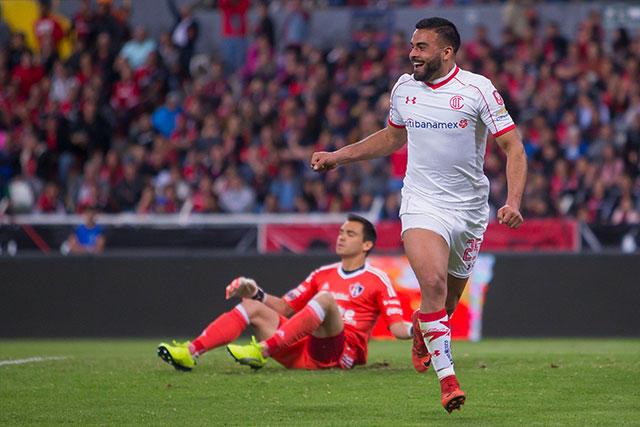 Canelo celebra el primer gol del Toluca