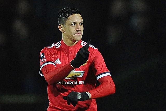 Alexis Sánchez en su debut con el Manchester