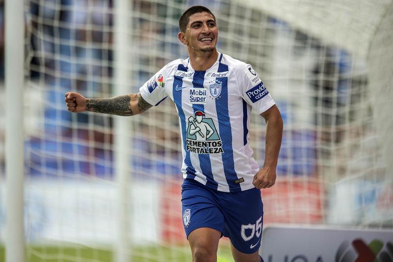 Víctor Guzmán festejando un gol