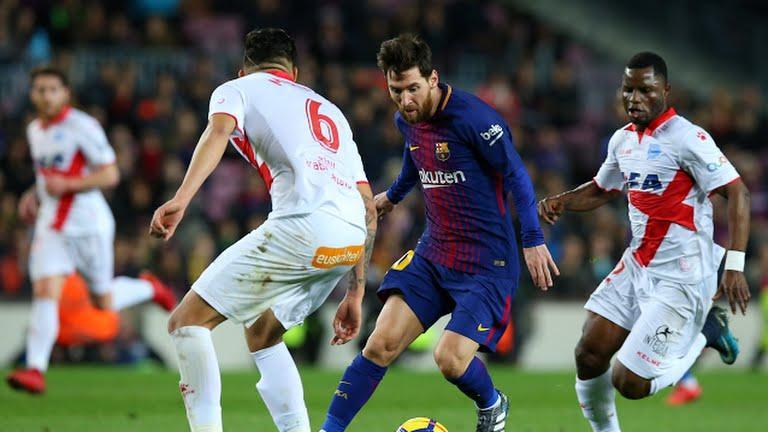 Messi controlando el balon