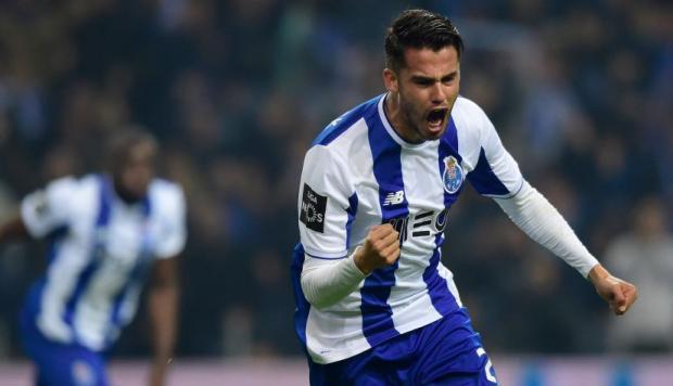 Diego Reyes festejando un gol con el Porto