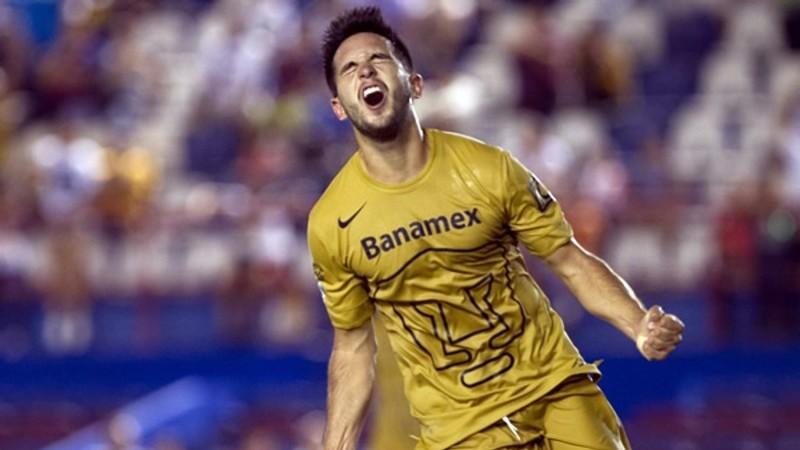 Luis Quintana celebrando un gol