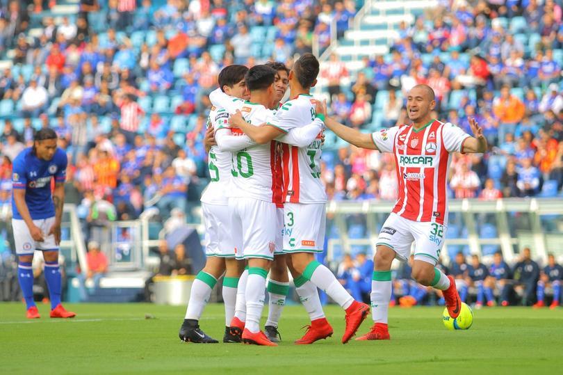 Necaxa celebra el primer gol