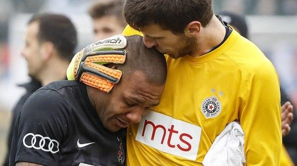 Futbolista llora desconsolado
