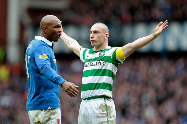Scott Brown le festeja en la cara un gol a El-Hadji Diouf en un Celtic vs Rangers