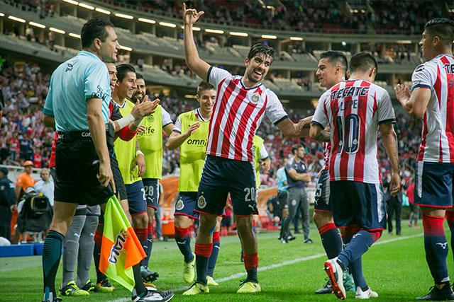 Rodolfo Pizarro celebra un gol