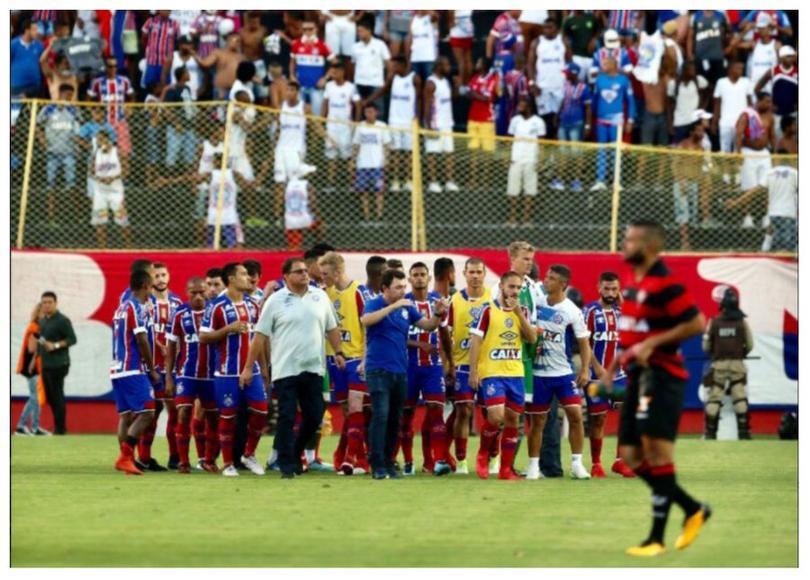 Pelea en el partido Vitória vs Bahía
