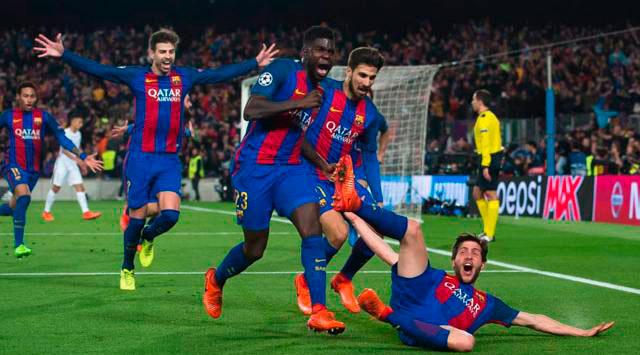 Jugadores del Barcelona celebran gol al PSG