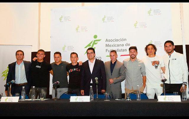 Jugadores en la presentación de la Asociación Mexicana de Futbolistas profesionales