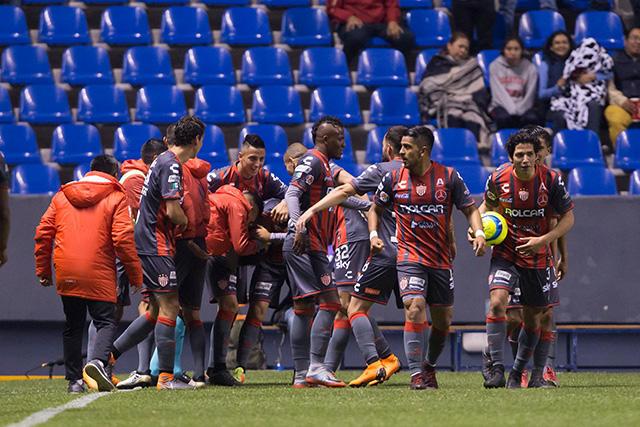 Jugadores del Necaxa celebran el gol del empate de último minuto