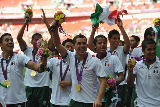 El Tri olímpico celebrando la medalla de oro en Londres 2012