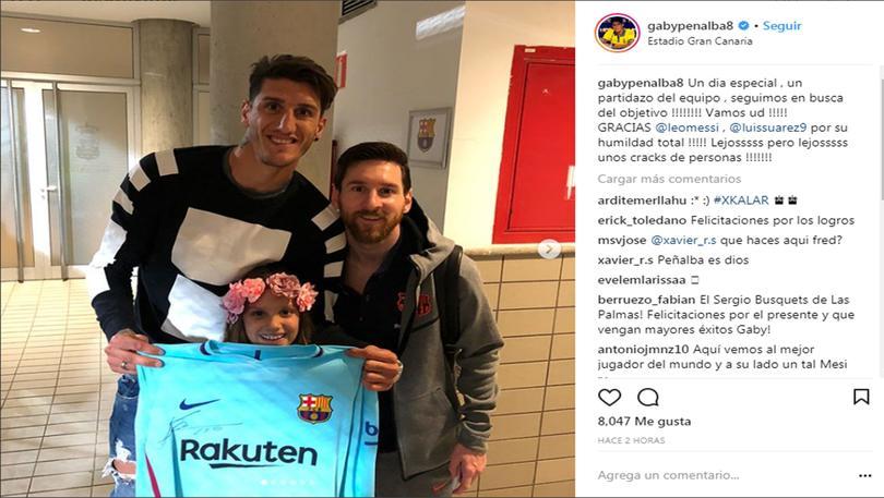 Gabriel Peñalba y su hija junto a Messi