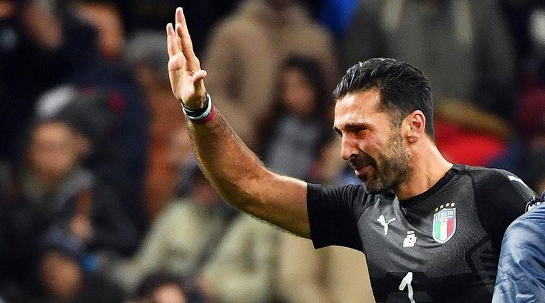 Gianluigi Buffon llorando