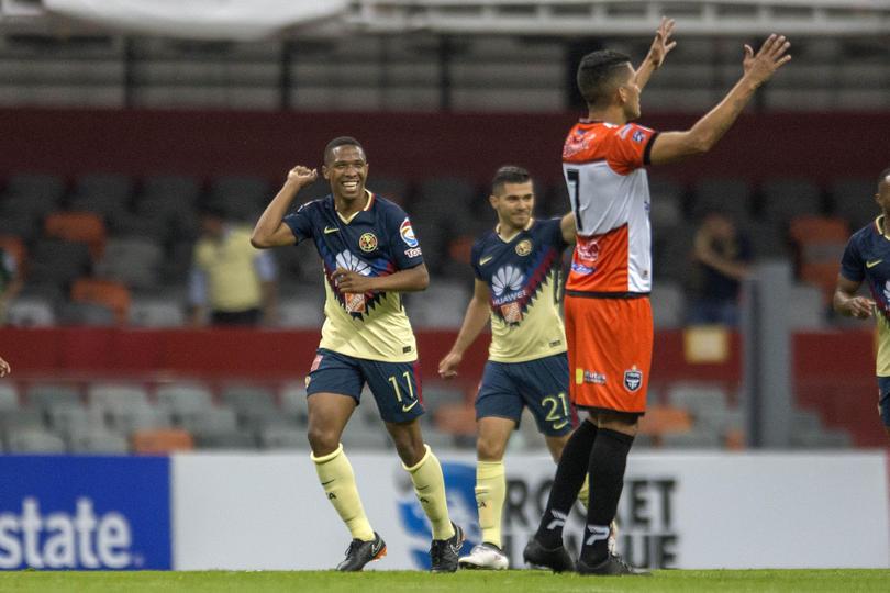 Andrés Ibargüen festeja su primer gol con el América