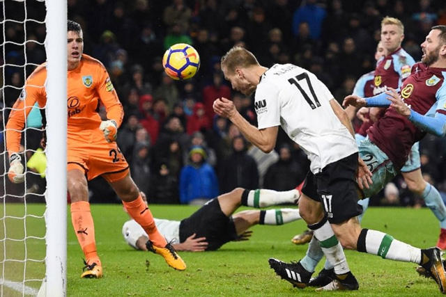 Klavan anota de cabeza ante el Burnley