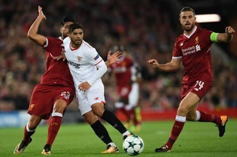 Ever Banega contra el Liverpool