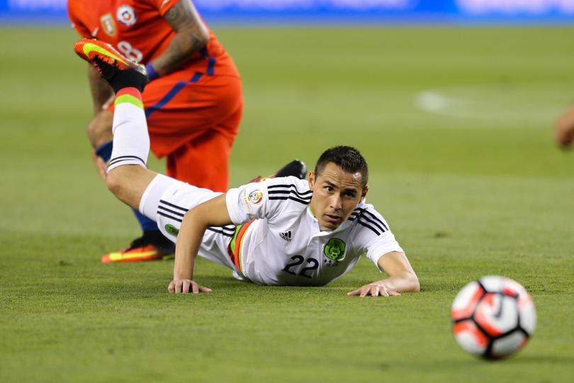 Paul Aguilar jugando en la Selección Mexicana